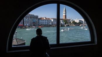 Egy ideig még mégsem kell belépőt fizetni, ha Velencébe megyünk