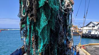 Negyven tonna szemetet szedtek össze az óceánból 25 nap alatt