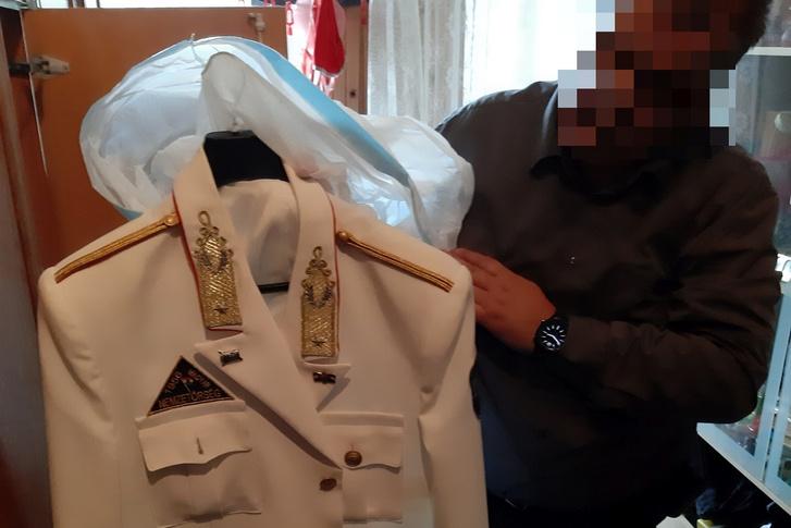 Pest megyei rendőrök által lefoglalt egyenruha