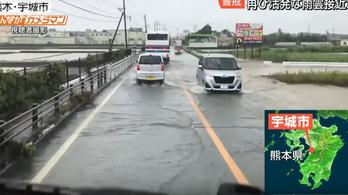 800 ezer ember keres menedéket Japánban az esőzések miatt