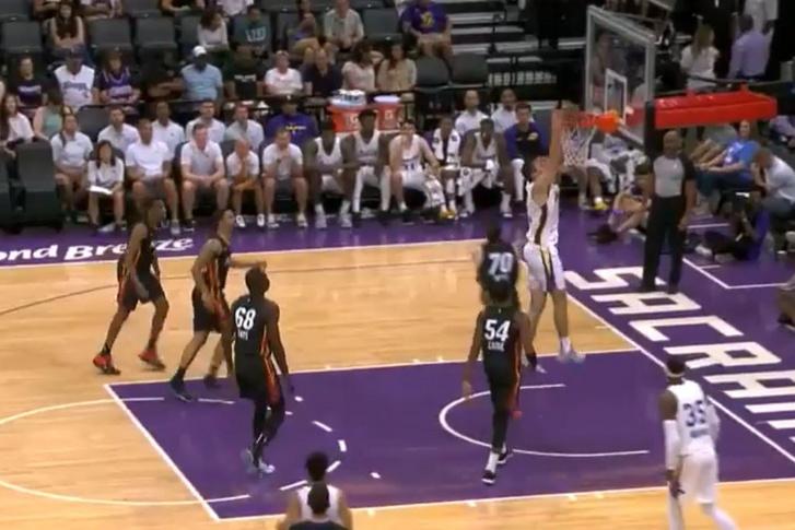 Rosco Allen zsákolása a Los Angeles Lakers - Miami Heat mérkőzésen