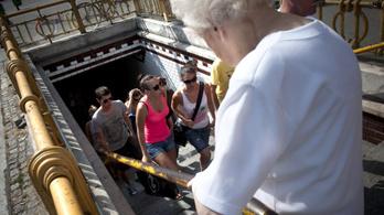Nem jár a kisföldalatti az Oktogon és a Deák tér között