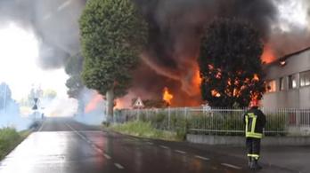 Kigyulladt festékgyár lehetetlenítette el egy olasz város lakóit