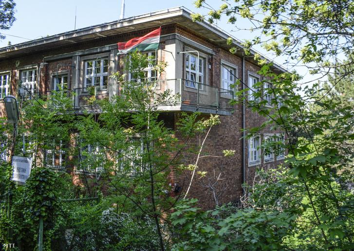 Budapest Fõváros Önkormányzatának Esze Tamás Gyermekotthona a XII. kerületben a Rõzse utca 22-ben.