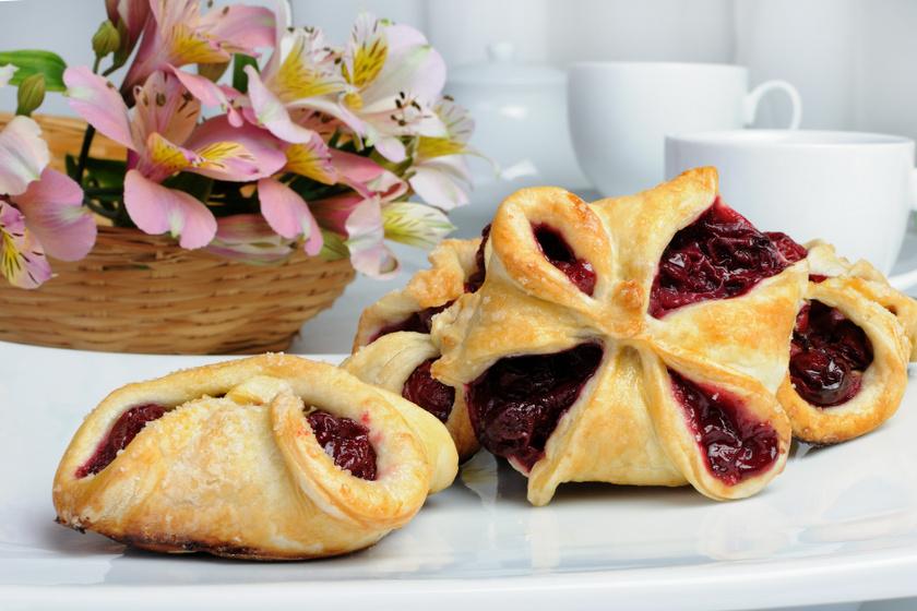 Ropogós gyümölcsös süti: leveles tésztából villámgyorsan elkészül