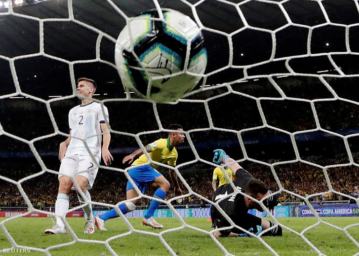 Gabriel Jesus első gólja az Argentin - Brazil mérkőzésen