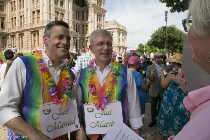 Egy héttel a legfelsőbb bíróság döntése után Texasban több meleg pár is házasságot kötött 2015. július 4-én