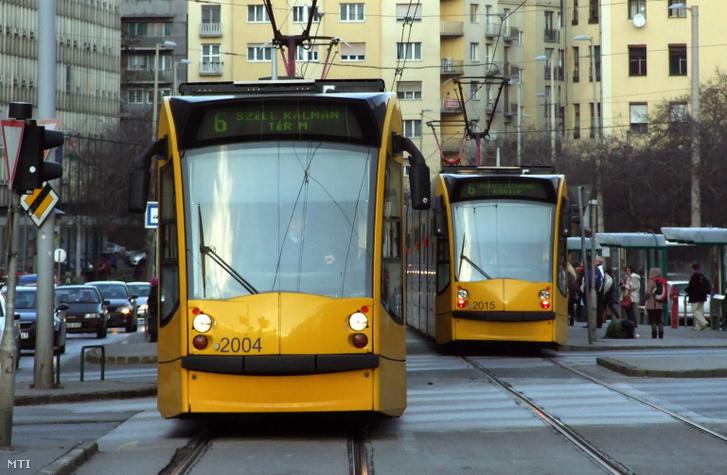 Ilyet most nem fog látni: Combino villamosok találkoztak a Széna téren