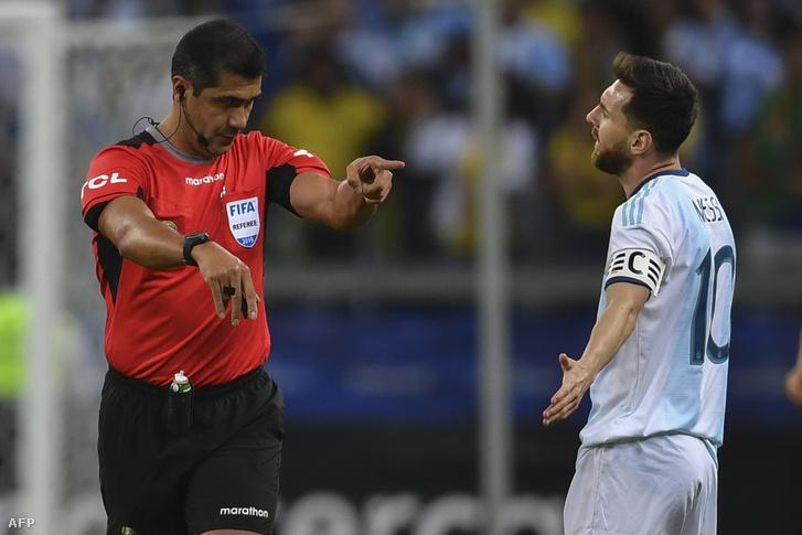 Zambrano és Messi a meccsen