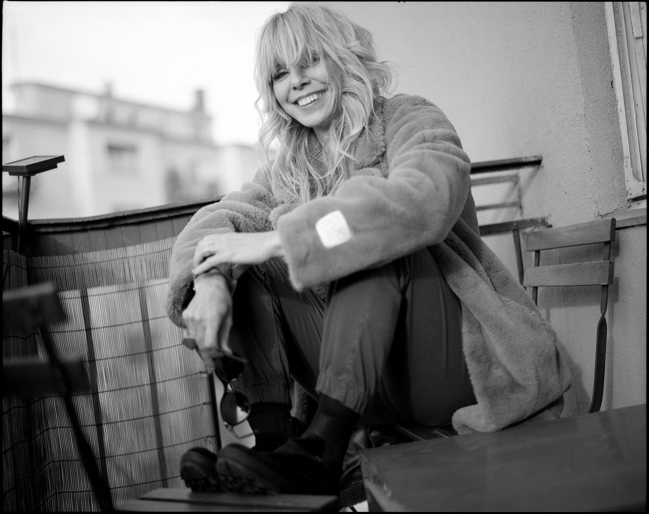 Péterfy Bori énekesnő és 2008-ban lovagkereszttel kitüntetett színésznő. Művészcsaládból származik, dédapja Áprily Lajos költő, édesapja Péterfy László szobrász, bátyja Péterfy Gergely író, unokatestvére Gerlóczy Márton író. Az Amorf Ördögök tagja volt 1999-től annak 2006-os feloszlásáig, majd 2007 májusában az Amorf Ördögök utolsó formációjának többségével együtt megalapították a Péterfy Bori & Love Bandet, amely első, 2007. októberi albuma platinalemez lett (a dalokat a volt amorfos társai, Tövisházi Ambrus és Tariska Szabolcs, valamint Lovasi András írták). Összesen hat nagylemezük jelent meg, az utolsó 2017-ben. A Kobuciban évek óta rendszeresen fellépnek, tavaly ők léptek fel a kert nyitóbuliján is.