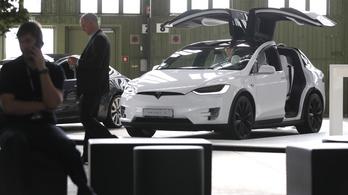 Soha nem volt még ennyire kapós a Tesla