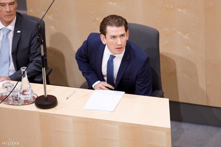 Sebastian Kurz osztrák kancellár a parlament rendkívüli ülésén a bécsi Hofburgban 2019. május 27-én. Az Osztrák Szabadságpárt (FPÖ) az ülés folyamán valószínűleg megszavazza a Kurz ellen benyújtott bizalmatlansági indítványt.