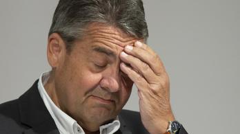 A volt német külügyminiszter szerint a szocdemeknek szakítaniuk kéne Merkellel