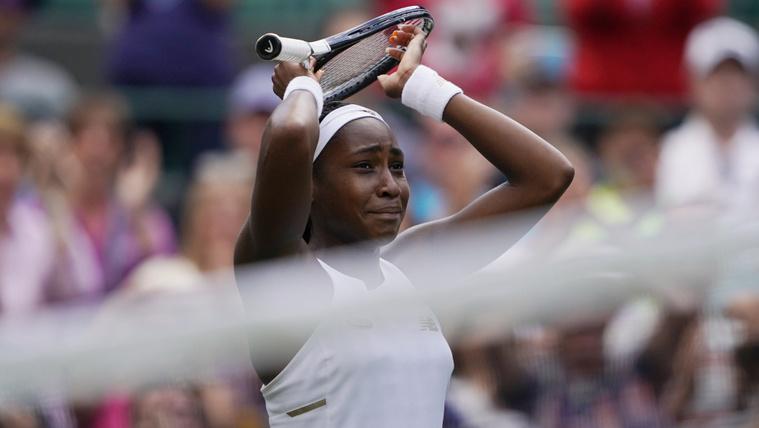 Az amerikai Cori Gauff, miután győzött a honfitársnője, Venus Williams ellen a wimbledoni teniszbajnokság női egyesének első fordulójában, hétfőn