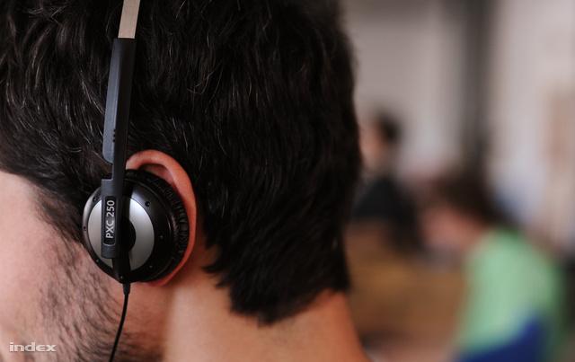 fejhallgató sok ember számára Koreai élősködő gyógyszer