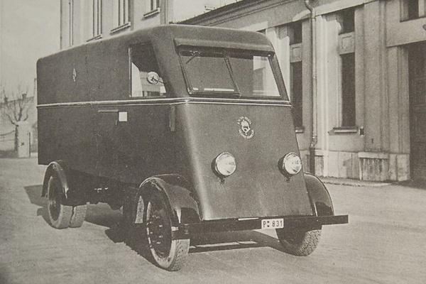 A magyar postások első villanyautói