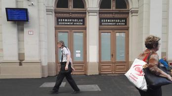 Állásokat hirdetnek a minisztériumok, de a leépítéskor kirúgottakat nem veszik vissza