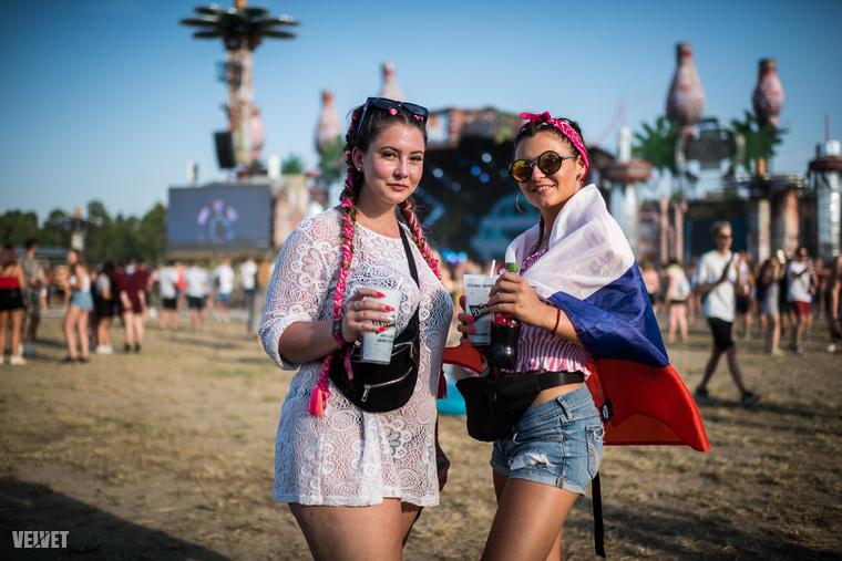 Megfigyeléseink alapján az idei fesztiváldivat egyik legfontosabb kelléke a póthajfonat volt,...