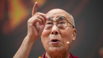 Dalai láma: Ha egy nő következik utánam, akkor legyen vonzóbb is