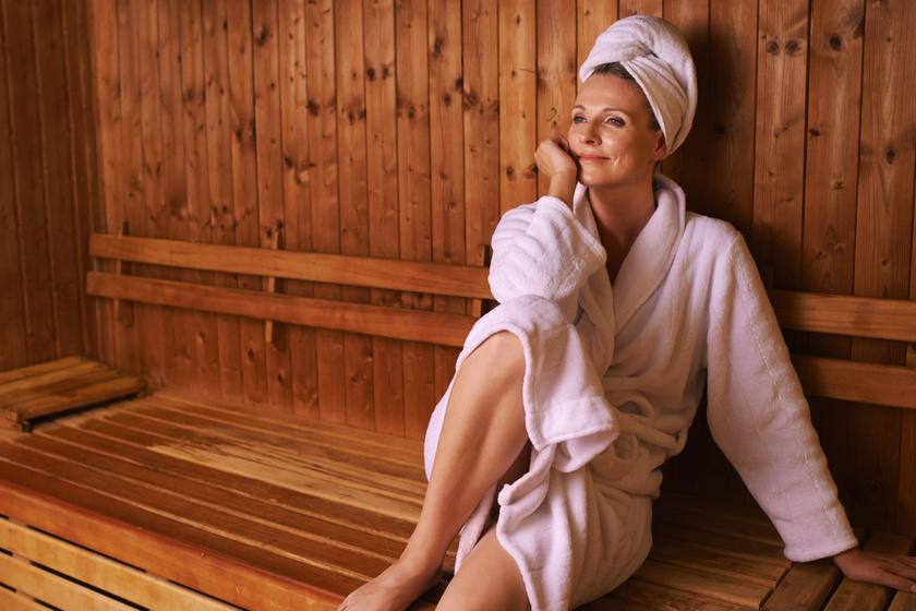 Annak, aki átesett mélyvénás trombózison, vagy magasvérnyomás-betegségben szenved, nem tanácsos sok időt a forró szaunában tartózkodni.
