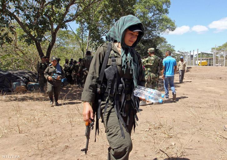 A Kolumbiai Forradalmi Fegyveres Erõk (FARC) gerillaszervezet tagjai
