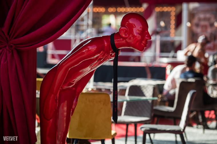 A nagyszínpad közelében található a másik izgalmas VIP-karszalagos részleg: ez a századeleji cirkuszok világát idézi, ...