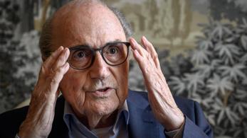 Sepp Blatter bepereli a FIFA-t erkölcsi károkozás miatt