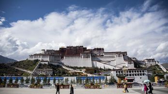 Először van nyár egy tibeti városban 3650 méteren