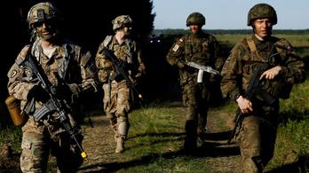 Egymás mellett hadgyakorlatozik a NATO és az orosz hadsereg