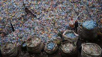 Alapjaiban forgatná fel a gazdaságot a műanyagszemét visszaszorítása