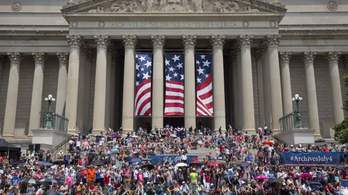 Trump javaslatára katonai parádét tartottak Washingtonban