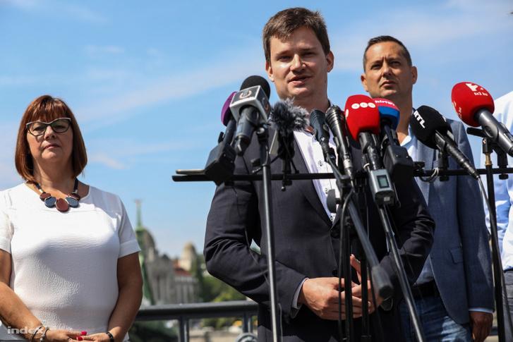 Kanász-Nagy Máté beszél a sajtótájékoztatón