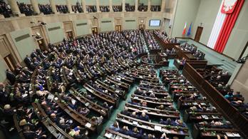 Lengyelországban 26 év alatt nem kell majd szja-t fizetni