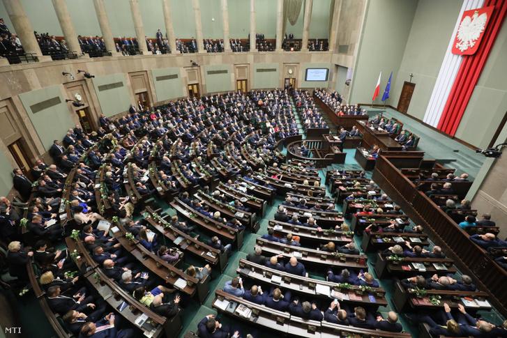A lengyel parlament plenáris ülése Varsóban