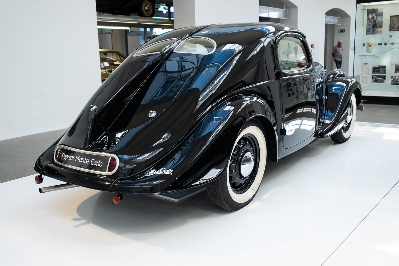 A Skoda a Popular Sport speciálgéppel komoly babérokat szerzett az 1936-os Monte Carlo-ralin. Ennek nyomán sorozatban is készíteni kezdték a típust - összesen 70 példányt gyártottak belőle. A szériaváltozat 1,4 literes motorja 30 lóerőt tudott, végsebessége 110 km/h. Akkor ez bőven sportosnak számított