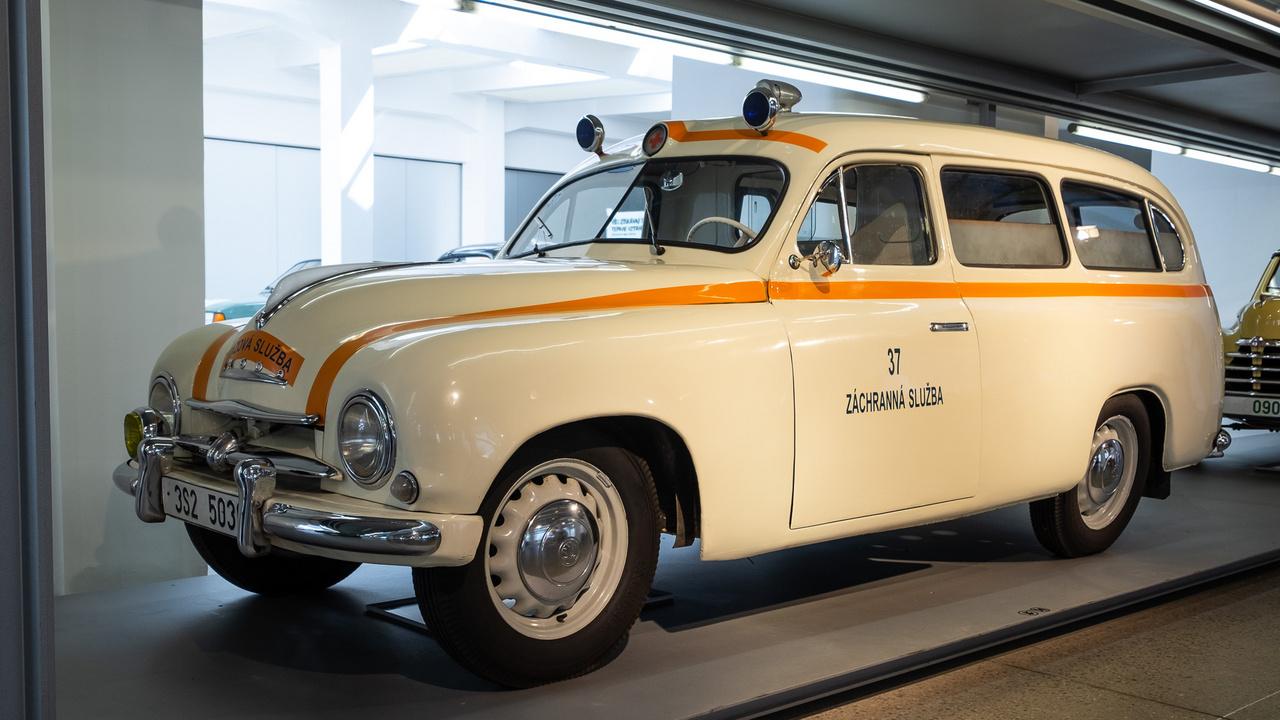 1955-től gyártották a 1201 Station Wagont (milyen érdekes, hogy amerikai nevet adtak neki, hiszen angolul estate lett volna), ez egy 1956-os példány, 1,2 literes, 45 lóerős motorral, szédítő, 90-es végsebességgel. A gyári kód: Typ 980