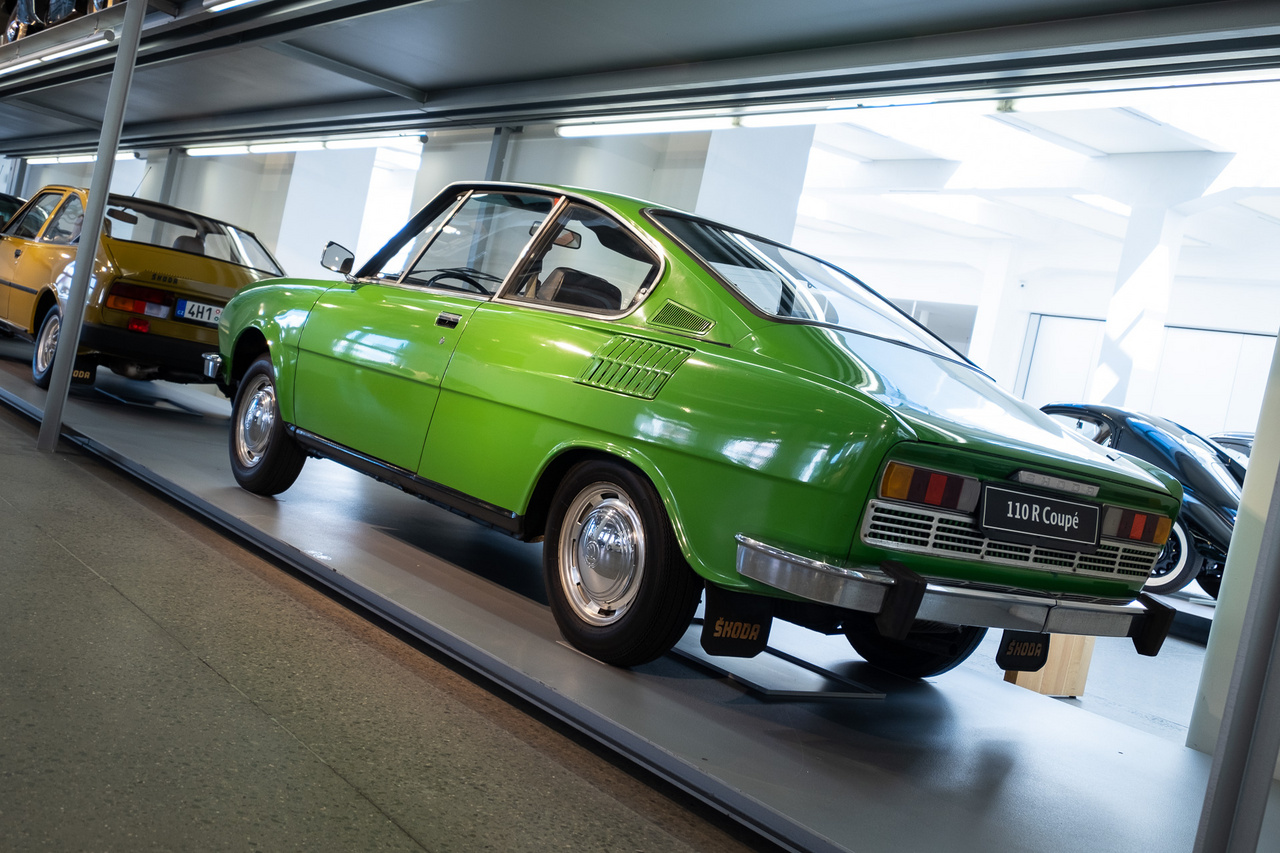 A mai középkorúak nagy Skoda-álma: az S100-as szériára épülő, de sokkal sportosabb belterű, erősebb motorral szerelt 110R Coupé, melyet 1970-80-ig gyártottak, 1,1-es, 62 lóerős motorral. Az akkor nem is volt ám kevés