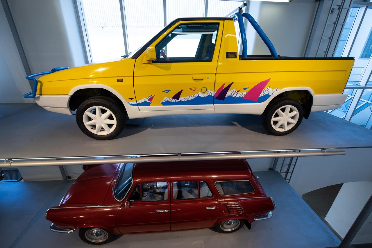 Aki azt hiszi, hogy a Felicia Fun volt az első, sárga Skoda pickup, az nézze meg ezt a Favorit-alapút. Itt még szó se volt fiókként kihúzható harmadik-negyedik ülésről