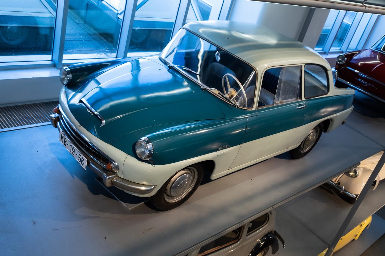 Mivel a Skoda a 440-est, pláne meg annak fél-utódját, az Octaviát csak átmeneti modellnek szánta (pedig milyen soká gyártották), ezért folyamatosan dolgoztak az utódlásán - például ilyen prototípusokkal