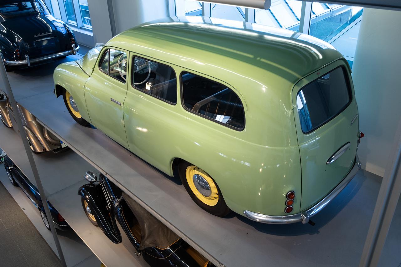 Az 1200-as 1952-56-ig készült, limuzin-, kabrió- és kombikivitelben. Ki tudja kitalálni, ez melyik?