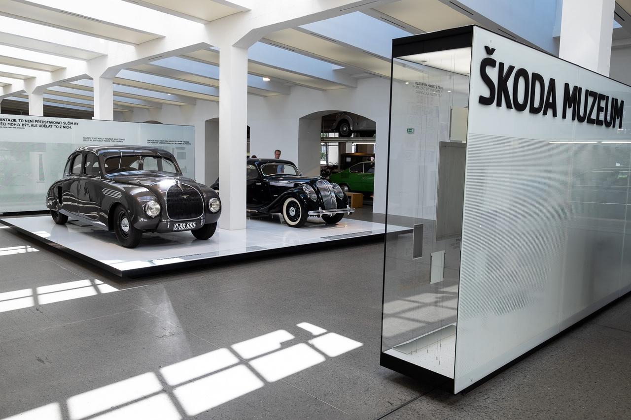 A múzeum 1995-ben nyitotta meg kapuit a mai gyár legöregebb épületében, 2012-ben pedig teljes modernizáláson esett át. 9-17-ig van nyitva minden nap. Az alapbelépő ára 70 korona, a cím: tř. Václava Klementa 294, 29301 Mladá Boleslav                         GPS: 50.4188056N, 14.9138750E.                         Mladá Boleslav közelében, Vratislavicében van Ferdinand Porsche szülőháza, ma már az is a Skodáé