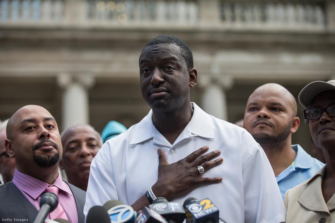 Raymond Santana, Yusef Saalam és Kevin Richardson sajtótájékoztatót tartanak New Yorkban 2014. június 27-én azt követően, hogy az állam 41 millió dollár kártérítést ítélt meg a az öt, ártatlanul elítélt és bebörtönzött férfinak