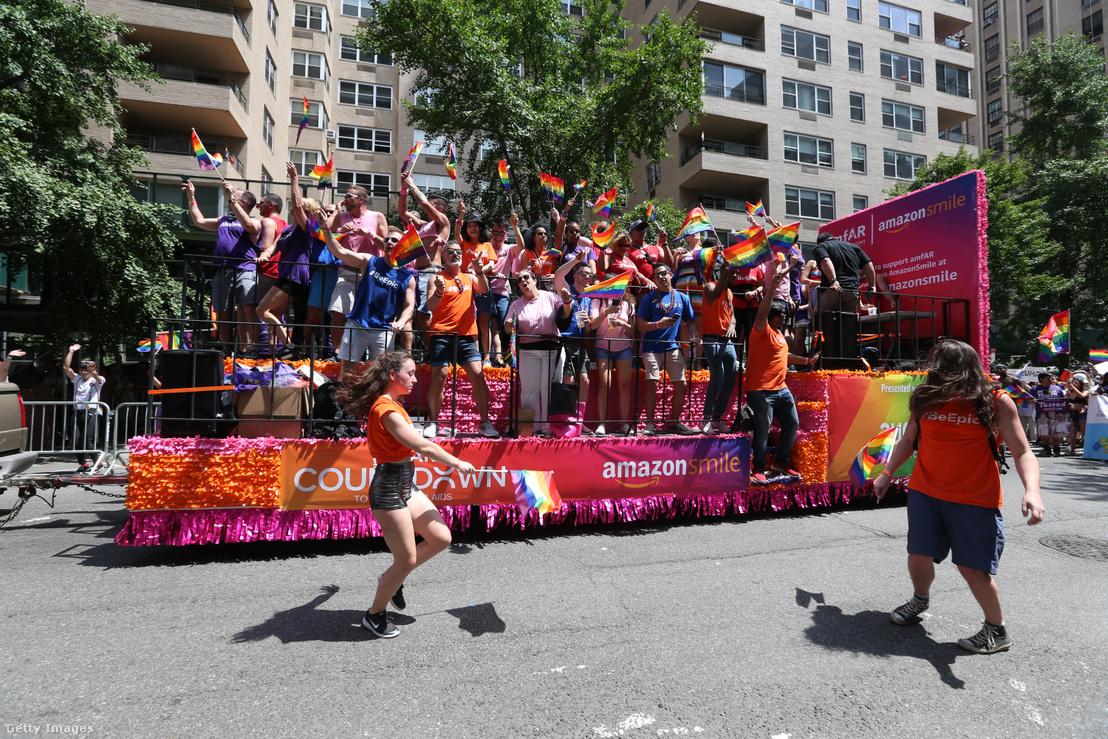 Az amazon felvonulási kocsija a 2018-as New York-i Pride-on