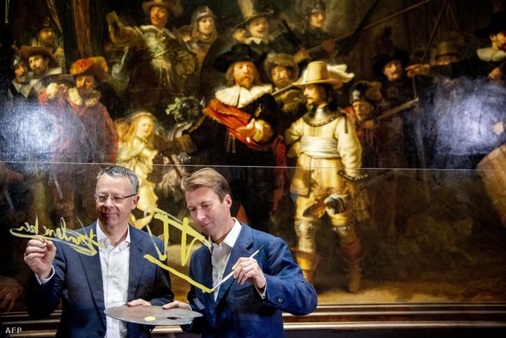 Taco Dibbits és Thierry Vanlancker a festmény helyreállítása előtti együttműködés előtt
