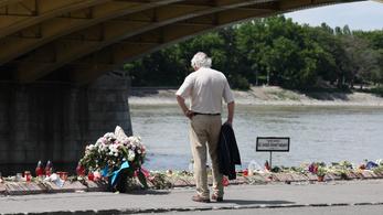 Pénteken búcsúztatják a Hableány kapitányát és matrózát a Dunán