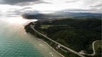 Ketten meghaltak, négyen eltűntek, miután felborult egy sétahajó a Fekete-tengeren