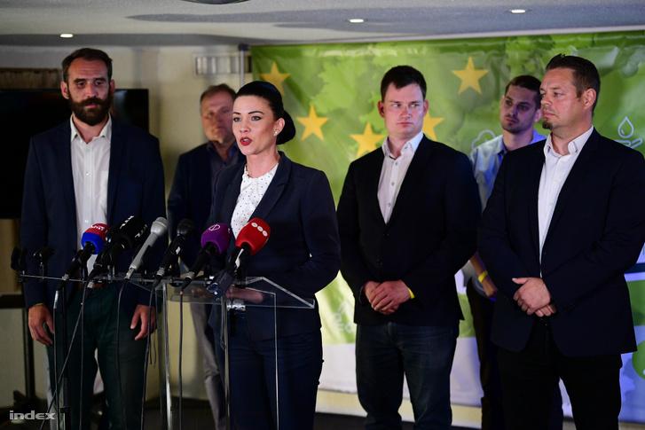 Az európai parlamenti választás éjszakáján totális bukásnak ítélte az LMP elnöksége a párt 2,1 százalékos eredményét, és testületileg lemondott
