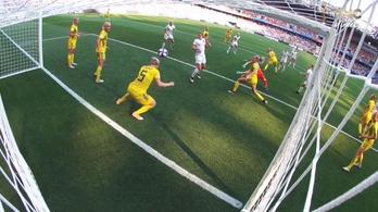 A 90. percben, a gólvonalon fejelt ki egy bombát a svédek hőse