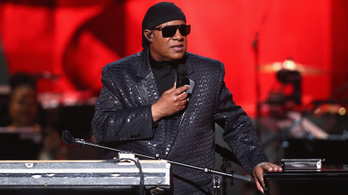Stevie Wondernek veseátültetése lesz