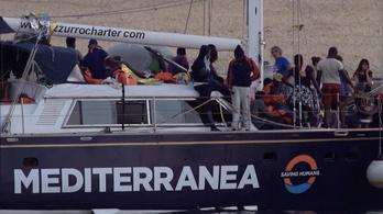 Engedély nélkül kötött ki egy mentőhajó Olaszországban